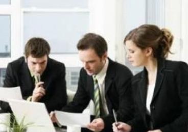 【商务英语综合教程3】商务英语综合辅导:酷似某人